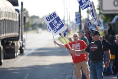 General Motors workers wave at passing cars in front of the GM Powertrain Plant on September 18, 2019 in Toledo, Ohio.